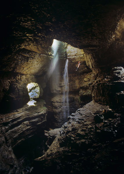 Exploring horizontal caves – useful tips for caving